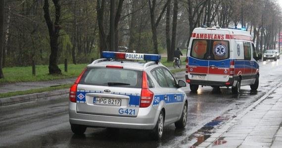 Są pierwsze hipotezy prokuratury w sprawie piątkowego wypadku dwóch nastolatek w Sosnowcu. Jedna z nich zmarła po upadku z dużej wysokości, druga jest ranna i leży w szpitalu. Pierwsze osoby w tym śledztwie zostały już przesłuchane. Zlecono także sekcję zwłok zmarłej 13-latki.
