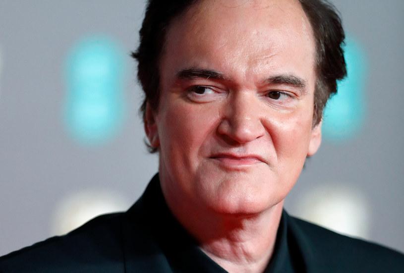 W oczekiwaniu na pojawienie się jakichkolwiek informacji na temat kolejnego, dziesiątego filmu w karierze Quentina Tarantino, jego fani mogą się zadowolić tym, że na rynku księgarskim pojawią się dwie napisane przez niego książki. Reżyser podpisał właśnie kontrakt z wydawnictwem HarperCollins, które wyda obie te publikacje.