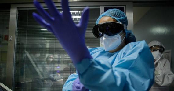 Ministerstwo Zdrowia informuje o 19 883 nowych przypadkach zakażenia koronawirusem. Ostatniej doby zmarło 603 chorych na Covid-19 - najwięcej od początku pandemii. Bilans epidemii koronawirusa w Polsce to 772 823 zakażonych. Nie żyje 11 451 spośród nich.