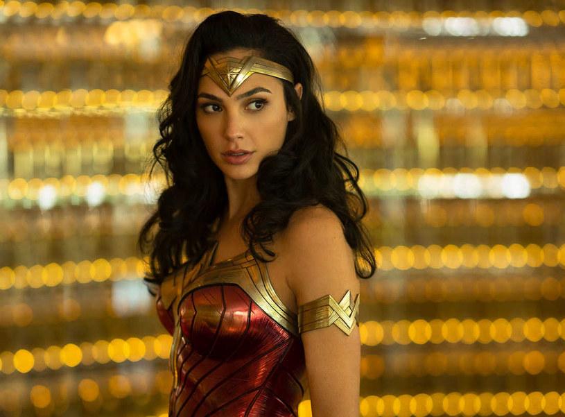 Stacja The CW oraz wydawnictwo DC Comics szykują nowy, komiksowy serial telewizyjny. Jego bohaterką będzie niejaka Wonder Girl. Tym samym władze The CW planują zwiększenie różnorodności wśród superbohaterów występujących w serialach tej stacji. Będą teraz stawiać na postaci reprezentujące różne płci, rasy czy orientację seksualną.