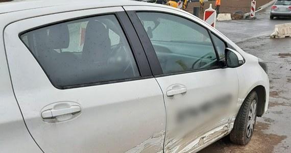 Do niecodziennego zdarzenia doszło we wtorek  na jednym ze skrzyżowań o ruchu okrężnym w Szczawnie-Zdroju - informują policjanci. Rozpoczęło się od niegroźnie wyglądającej kolizji, a mogło zakończyć poważnym wypadkiem drogowym.