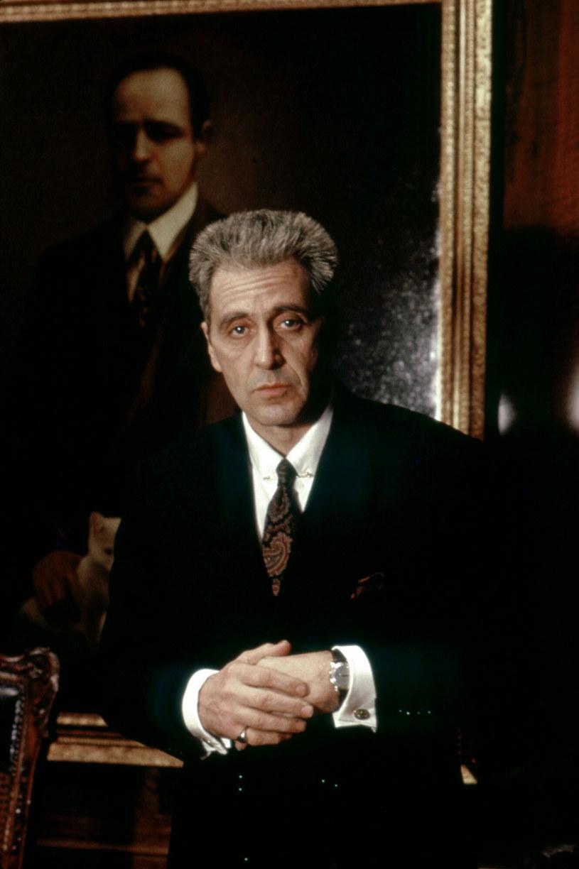 """Już na początku grudnia do kin, a potem na serwisy streamingowe, trafi nowa, reżyserska wersja trzeciej części """"Ojca chrzestnego"""" przygotowana przez Francisa Forda Coppolę. """"The Godafther Coda: The Death of Michael Corleone"""", bo taki tytuł nosi, oferuje zupełnie nowe doświadczenie. """"Stworzyłem nowy początek oraz nowe zakończenie, a film otrzymał nowe życie"""" - obiecuje Coppola. W sieci właśnie został opublikowany zwiastun jego filmu."""