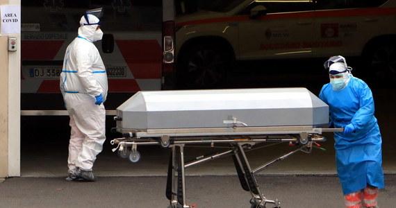 Światowa Organizacja Zdrowia (WHO) poinformowała, że w minionym tygodniu po raz pierwszy od ponad trzech miesięcy potwierdzono mniej nowych zakażeń koronawirusem, ale rośnie nadal liczba zgonów na Covid-19.