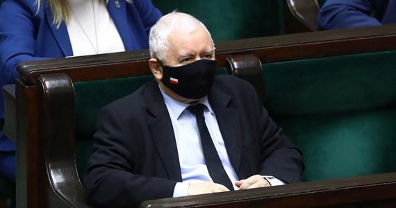 Jeżeli będą takie warunki, to jest zupełnie oczywiste, bo to byłaby utrata suwerenności naszego kraju - powiedział w Sejmie wicepremier i prezes PiS Jarosław Kaczyński pytany, czy Polska powinna zawetować budżet Unii Europejskiej.