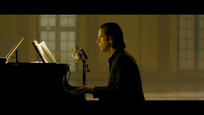 """Niepublikowany wcześniej utwór """"Euthanasia"""" zapowiada koncertowy album """"Idiot Prayer. Nick Cave Alone at Alexandra Palace""""."""