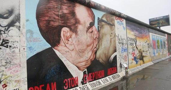 31 lat po upadku muru berlińskiego kończy działalność Urząd ds. Akt Stasi (StUB), znany powszechnie jako Urząd Gaucka. Akta Stasi, policji politycznej Niemieckiej Republiki Demokratycznej, trafiają do Archiwum Federalnego.