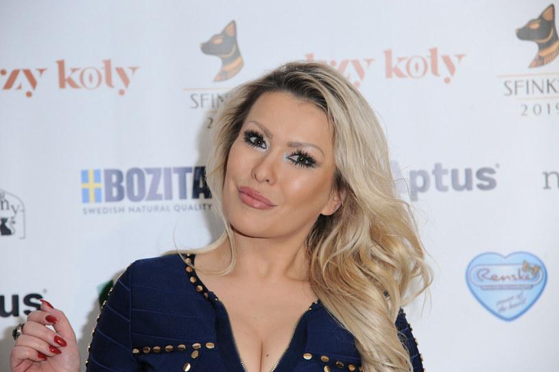 """Discopolowa wokalistka Edyta """"Cayra"""" Przytulska podczas przymusowej przerwy od koncertowania zajęła się spełnianiem swojego marzenia. Wolny czas wykorzystała na zdobycie wiedzy z kosmetologii i medycyny estetycznej."""