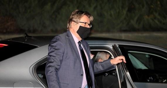 Jarosław Pinkas w piątek złożył rezygnacje ze stanowiska szefa GIS. Oficjalnie z powodu kłopotów zdrowotnych. Od kilkunastu dni przebywał na zwolnieniu lekarskim. O jego odejściu ze stanowiska mówiło się, od co najmniej  kilku tygodni. W opublikowanym oświadczeniu napisał m.in., że gwałtownie pogorszył się stan jego zdrowia.