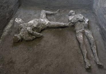 40-latek w płaszczu i jego młody niewolnik. Spektakularne odkrycie w Pompejach