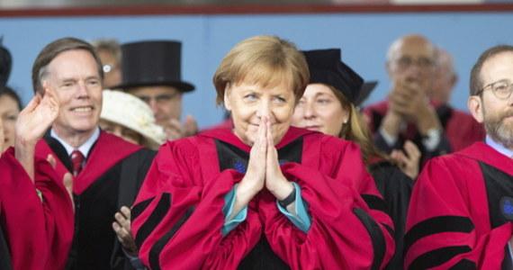 Dziś mija 15 lat, odkąd Angela Merkel objęła funkcję kanclerza Niemiec. Sprawuje ten urząd tylko o rok krócej od Helmuta Kohla, kanclerza w latach 1982-1998. Kim jest pierwsza kobieta, sprawująca urząd kanclerski w Niemczech?