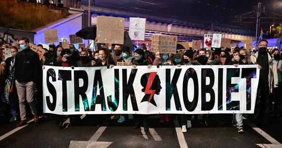 W Parlamencie Europejskim awantura o rezolucję w sprawie prawa do aborcji w Polsce. Na razie pod wspólnym tekstem podpisały się tylko cztery grupy polityczne. Europejska Partia Ludowa (EPL), do której należy Platforma Obywatelska i Polskie Stronnictwo Ludowe jeszcze nie podjęła decyzji.