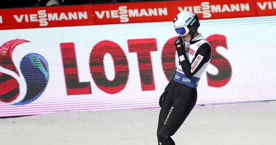 """""""Nie ustrzegłem się dziś karygodnych błędów. W drugiej serii, z tak niskiego rozbiegu, przy zmiennych warunkach atmosferycznych trzeba było skoczyć bardzo dobrze. Należało całą energię włożyć w odbicie"""" – mówił Kamil Stoch po niedzielnym konkursie Pucharu Świata w skokach narciarskich w Wiśle. Polak zajął w nim 27. miejsce. Najlepszy z biało-czerwonych - Piotr Żyła - był piąty."""