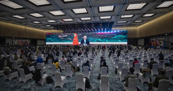 """""""Chiny wzywają do stworzenia globalnego systemu certyfikatów zdrowotnych w formie uznawanych na całym świecie kodów QR, by ułatwić podróże międzynarodowe w czasie pandemii Covid-19"""" – oświadczył przywódca ChRL Xi Jinping na szczycie grupy G20."""