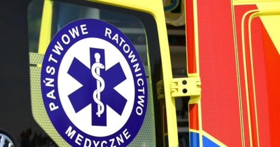 63-latek zmarł w jednym z osiedlowych sklepów przy ulicy Paprykowej w Gdyni. Mężczyzna wyszedł z domu pomimo izolacji.
