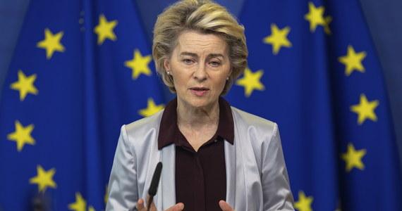 Szefowa Komisji Europejskiej Ursula von der Leyen poinformowała, że KE w środę zatwierdzi kontrakt z amerykańską firmą Moderna na dostawę 160 mln dawek szczepionki przeciw Covid-19. Będzie to szósty kontrakt podpisany przez Komisję z firmami farmaceutycznymi.