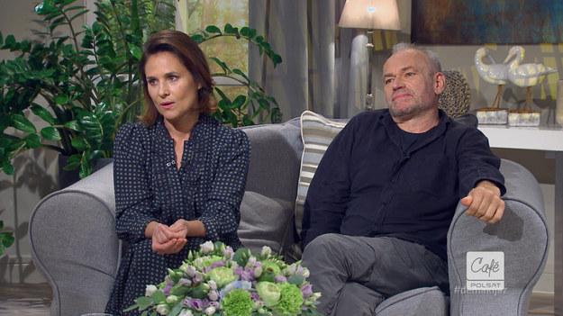 """Czy aktorzy bywają o siebie zazdrości oglądając swojego partnera na ekranie w intymnych scenach? Krzysztof Ibisz w programie """"Demakijaż"""" nie boi się zadawać swoim gościom trudnych pytań."""