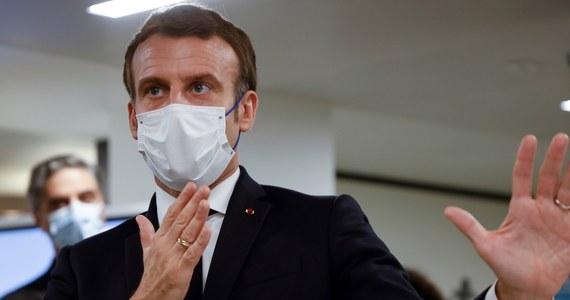 """""""Szczyt drugiej fali epidemii koronawirusa minął"""" - ocenił prezydent Francji Emmanuel Macron w telewizyjnym orędziu do narodu, w którym poinformował o planach łagodzenia restrykcji epidemicznych."""