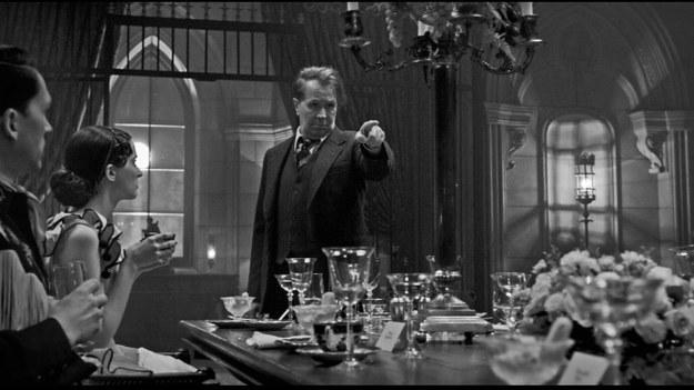 """""""Mank"""" Davida Finchera otrzymał aż dziesięć nominacji do Oscara. Oprócz najważniejszej statuetki produkcja ma szanse na wygraną w najważniejszych kategoriach: najlepszy reżyser (David Fincher), najlepsze zdjęcia (Erik Messerschmidt), najlepszy aktor (Gary Oldman) i najlepsza aktorka drugoplanowa (Amanda Seyfried)."""