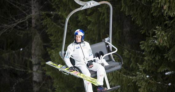 Austriacy wyślą do Finlandii drugą reprezentację skoczków narciarskich. W pierwszym zespole po zawodach w Wiśle stwierdzono zakażenia koronawirusem. Pozytywny wynik testu miał trener Andreas Widhoelzl oraz dwaj zawodnicy: Gregor Schlierenzauer i Philipp Aschenwald. W domach zostaną także pozostali skoczkowie kadry A. W Wiśle Austriacy wygrali konkurs drużynowy, a w zawodach indywidualnych trzeci był Daniel Huber.