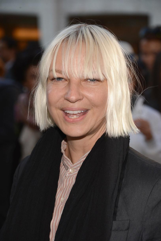 """W lutym przyszłego roku na ekrany kin trafi film """"Music"""", którego reżyserką jest Sia. Popularna wokalistka opowie w nim historię tytułowej Music, autystycznej dziewczynki, która kontaktuje się ze światem za pomocą komunikacji niewerbalnej. Reakcją na zaprezentowany niedawno pierwszy zwiastun tej produkcji jest protest, którego inicjatorzy domagają się odwołania premiery filmu."""