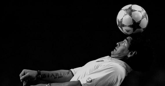 Nie żyje Diego Maradona. Jeden z najsłynniejszych argentyńskich piłkarzy miał 60 lat. O śmierci sportowca poinformował jego adwokat. Prokurator John Broyad z położonego w prowincji Buenos Aires miasta San Isidro potwierdził, że śmierć Diego Maradony nastąpiła wyłącznie z przyczyn naturalnych.