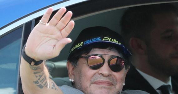 """Zmarły w wieku 60 lat Diego Maradona, autor słynnego określenia """"Ręka Boga"""", to kandydat do miana najlepszego piłkarza świata. Obdarzony ogromnym talentem Argentyńczyk nie radził sobie z ciężarem sławy, co skutkowało problemami zdrowotnymi."""