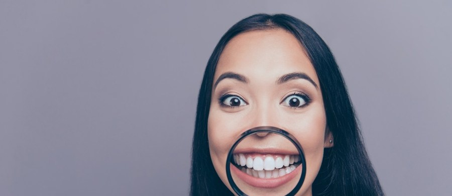 Zęby mogą stanowić wierny zapis ludzkiego życia, podobnie jak słoje drzewa – wynika z badań New York University. Przełomowe odkrycie amerykańskich naukowców oznacza, że szkielet ludzki, w tym także zęby, nie jest organem statycznym, ale takim, na którym trwały ślad pozostawiają upływ czasu czy ważne etapy życia.
