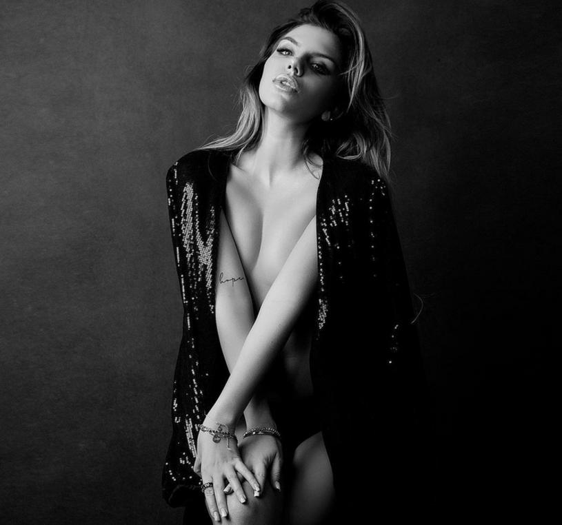 """Sonia Szklanowska, finalistka drugiej edycji """"Hotelu Paradise"""", wzięła udział w odważnej sesji zdjęciowej. Pochwaliła się w sieci fotografiami, na których można zobaczyć ją niemal kompletnie nagą."""