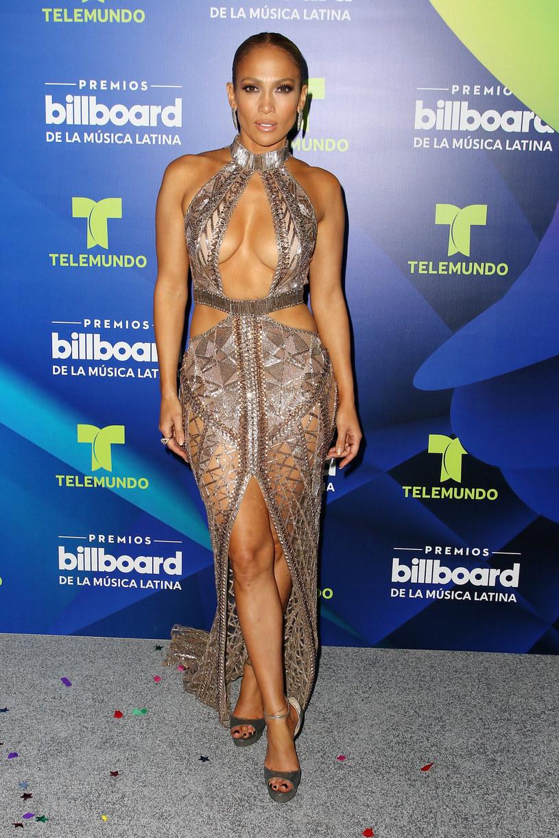 """Jennifer Lopez zaskoczyła. Wokalistka na okładce nowego singla """"In The Morning"""" pojawiła się całkowicie nago. Premiera piosenki zaplanowana jest na 24 listopada."""