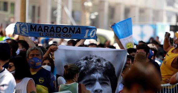 """Matias Morla, prawnik zmarłego wskutek zawału serca Diego Maradony, ma pretensje do ratowników medycznych za zbyt późny, jego zdaniem, przyjazd do domu legendarnego argentyńskiego piłkarza. """"Zajęło to ponad pół godziny. To kryminalny idiotyzm"""" - ocenił."""