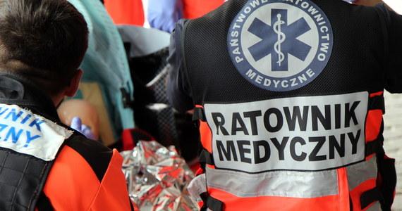 Część ratowników medycznych w wojewódzkim pogotowiu ratunkowym w Katowicach protestuje. Akcję wspiera ponad 300 osób. Chodzi o nowe kontrakty. Czas na składnie ofert w tej sprawie ratownicy mają do środy.