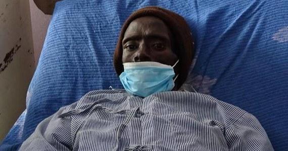 """32-letni Peter Kigen stracił przytomność w swoim domu w Kenii. W szpitalu, do którego trafił, stwierdzono, że nie żyje i odesłano """"jego ciało"""" do kostnicy. Tam po trzech godzinach pracownicy przystąpili do przygotowywania zmarłego do pochówku. """"Zmarły"""" krzyknął z bólu, gdy przed balsamowaniem nacięto mu nogę."""