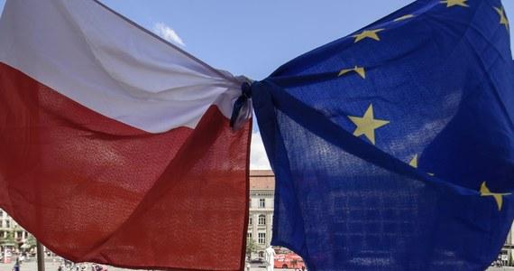 """W krajach UE jest coraz większe zrozumienie dla niepokojów Polski wobec """"uznaniowości"""" mechanizmu praworządnościowego. Jednocześnie większość państw deklaruje nie chce zrezygnować z tego środka zabezpieczenia unijnego budżetu. """"Argument, że KE może być posądzona o stronniczość jest po części trafiony"""" - powiedział dziennikarce RMF FM wysoki rangą dyplomata zachodniego kraju UE. Oczywiście nie chodzi tu o zgodę na łamanie przez Polskę zasad praworządności, ale o konieczność stosowania przez KE obiektywnych kryteriów wobec wszystkich państw."""