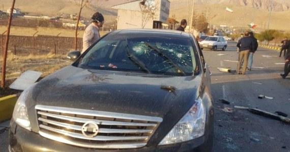 Znany irański naukowiec ds. nuklearnych Mohsen Fakhrizadeh zmarł w piątek w szpitalu po zamachu na jego życie nieopodal Teheranu - poinformował irański resort obrony. Fakhrizadeh został ciężko ranny wskutek eksplozji jego samochodu i strzałów, oddanych w jego kierunku.