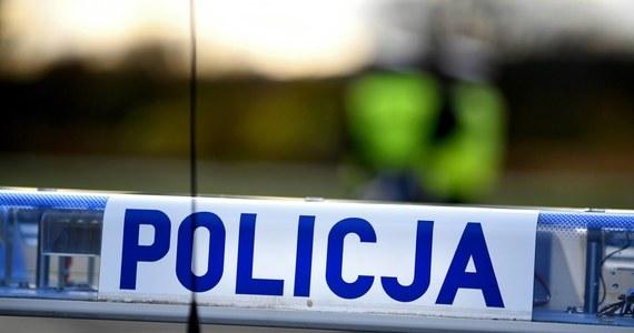 48-letni mężczyzna, którego ciało znaleziono w jednym z domów w miejscowości Młotkowice w powiecie koneckim (woj. świętokrzyskie) zmarł z przyczyn naturalnych, a do rozczłonkowania jego ciała mógł się przyczynić pies - ustaliła Prokuratura Rejonowa w Końskich.