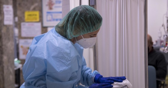 Władze Światowej Organizacji Zdrowia (WHO) ponownie ostrzegły świat przed nawrotami pandemii koronawirusa. Podczas wideokonferencji w Genewie przedstawiciele WHO apelowali o czujność i podkreślali potrzebę zachowania ostrożności przy wprowadzaniu szczepionek na rynek.
