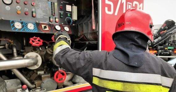 Nocny pożar w Świętochłowicach na Śląsku. Trzy osoby są poszkodowane. Konieczna była też ewakuacja 14 lokatorów.