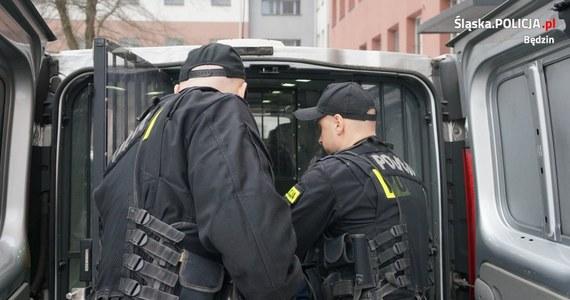 Policja w Czeladzi w woj. śląskim zatrzymała trzech mężczyzn, którzy porwali 18-latka. Pastwili się nad nim, aby wymusić zwrot 1500 zł.