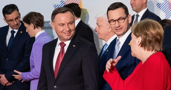 """""""Teraz czekamy, jako Polska, na propozycje prezydencji niemieckiej"""" - oświadczył szef gabinetu prezydenta Krzysztof Szczerski, odnosząc się do patowej sytuacji w negocjacjach wokół unijnego budżetu. Według niego, do sytuacji tej doprowadziła """"fatalna taktyka negocjacyjna"""" niemieckiej prezydencji. """"Trzeba poczekać na to, w jaki sposób prezydencja niemiecka (…) ma zamiar z tego wyjść"""" - stwierdził."""