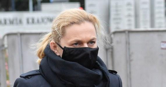 Marszałek Sejmu Elżbieta Witek oczekuje niezwłocznego, pisemnego wyjaśnienia w sprawie okoliczności użycia gazu łzawiącego wobec posłanki Barbary Nowackiej w trakcie sobotnich demonstracji - poinformowała w niedzielę Kancelaria Sejmu.