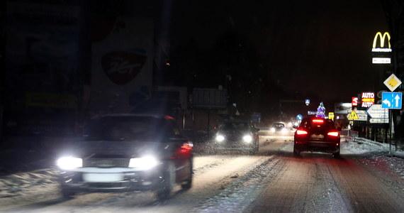 Silne opady śniegu na kilka godzin sparaliżowały w niedzielę ruch na zakopiance. Gigantyczne zatory tworzyły się między Myślenicami a Krakowem. Wielu kierowców miało problemy z poruszaniem sie po śliskiej nawierzchni.