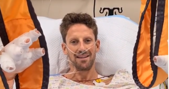 Romain Grosjean - francuski kierowca Formuły 1, który miał wypadek podczas wyścigu w Bahrajnie opublikował na Instagramie krótki film ze szpitala. Przyznał, że uratowała go tzw. aureola, czyli obręcz wystająca z kokpitu bolidu i chroniąca głowę.