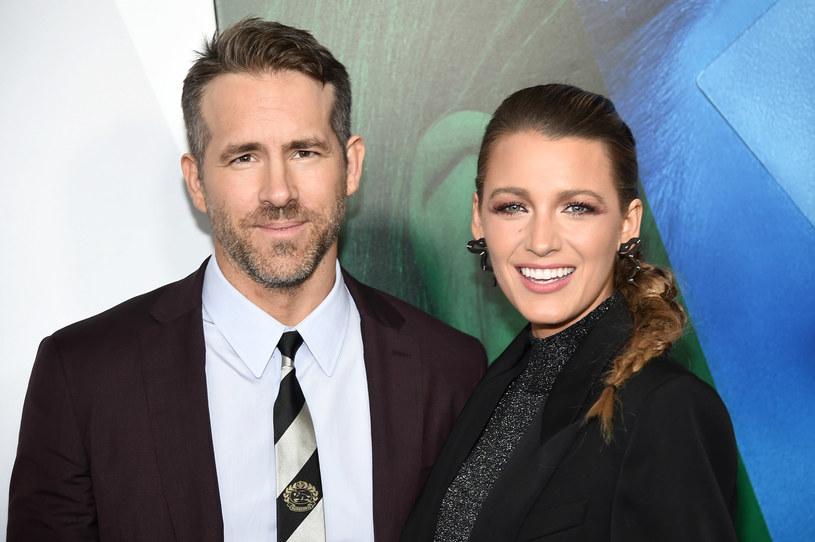 """Blake Lively i Ryan Reynolds postanowili wesprzeć organizację charytatywną, której misją jest walka z bezdomnością wśród młodych ludzi. Aktorska para przekazała na ten cel pół miliona dolarów. """"Finansowa pomoc nie jest według nas darowizną, ale inwestycją we współczucie i empatię - coś, czego świat desperacko teraz potrzebuje"""" - zaznaczył aktor w oświadczeniu."""
