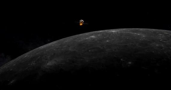 Lądownik chińskiej sondy Chang'e-5 odłączył się w nocy od orbitera i przygotowuje do manewru lądowania na powierzchni Srebrnego Globu. Sonda ma pobrać próbki księżycowego gruntu i dostarczyć je na Ziemię. Chiny chcą dołączyć do Stanów Zjednoczonych i Związku Radzieckiego, które jako jedyne do tej pory kraje zdołały takie zadania wykonać. To wstęp do przyszłej chińskiej misji, która miałaby przynieść na Ziemię okruchy skał z Marsa.