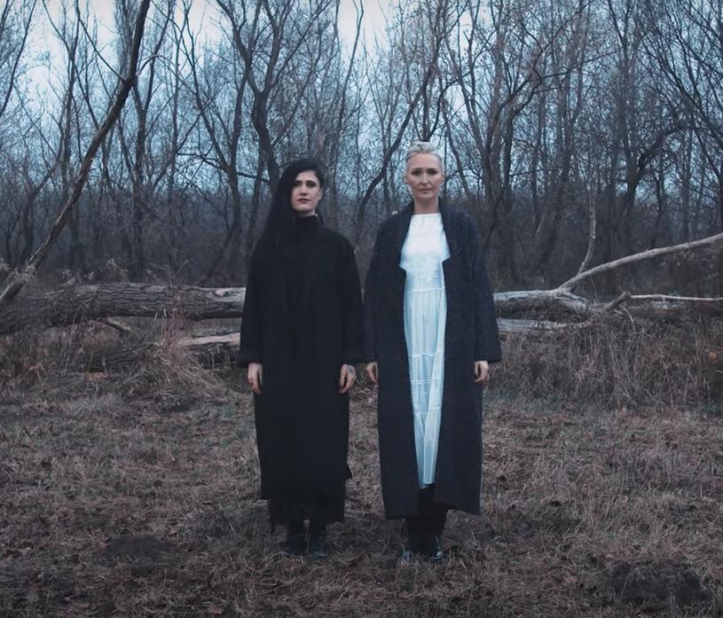 """Ponad 50 kobiet, w tym m.in. Barbara Kurdej-Szatan, Sonia Bohosiewicz i Anna Dereszowska wystąpiło w teledysku do piosenki """"Our Voice / Nasz głos"""" Anity Lipnickiej i Moriah Woods."""
