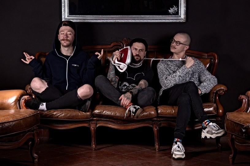 """Zespół Blind to Differences opublikował teledysk do utworu """"Ucieczka zza krat"""". Nagranie pochodzi z płyty """"Bałagan""""."""