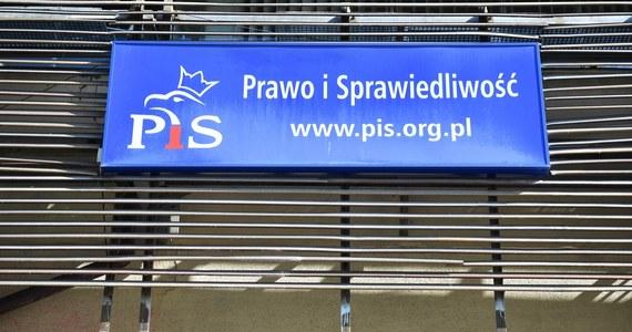 """33,6 proc. Polaków zagłosowałoby na partię rządzącą, gdyby wybory odbyły się w najbliższą niedzielę - wynika z najnowszego sondażu United Survey dla RMF FM i """"Dziennika Gazety Prawnej"""". To znaczy, że Prawo i Sprawiedliwość odzyskuje niemal trzy punkty procentowe poparcia w stosunku do poprzedniego sondażu."""