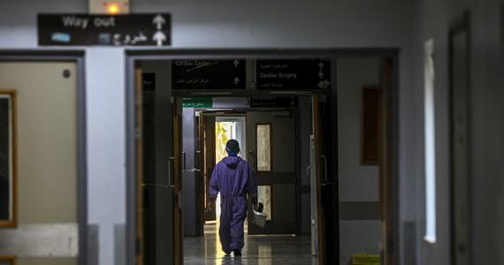 Ustawa dotycząca zatrudniania lekarzy spoza UE stanowi zagrożenie dla pacjentów, ponieważ zezwoli na wykonywanie zawodów medycznych przez osoby o niezweryfikowanych kwalifikacjach – ocenił prezes Naczelnej Rady Lekarskiej prof. Andrzej Matyja w opublikowanym w poniedziałek liście otwartym.