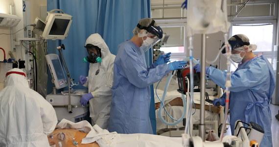 Mamy 9105 nowych przypadków zakażenia koronawirusem. Zmarło 449 osób, 381 z nich miało choroby współistniejące - wynika z dzisiejszego raportu Ministerstwa Zdrowia. Od początku pandemii w Polsce wyzdrowiało 597 589 osób.