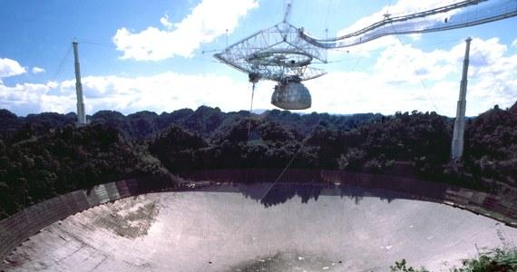 Jeden z najważniejszych instrumentów w historii astronomii, radioteleskop Arecibo w Portoryko uległ we wtorek zniszczeniu. Zawaliła się 900-tonowa platforma, zawieszona 137 metrów nad czaszą obserwatorium. Ponad 300-metrowej średnicy instrument służył nauce przez 57 lat i pomógł dokonać przełomowych odkryć w badaniach kosmosu.